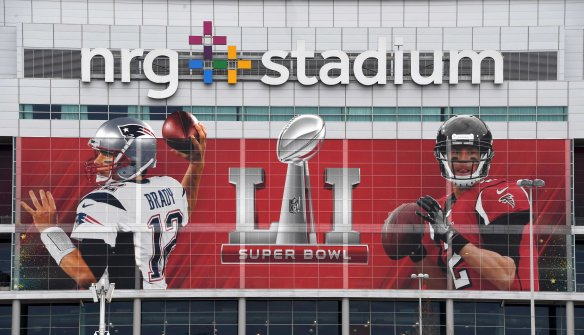 9855838-nfl-super-bowl-li-stadium-features-1
